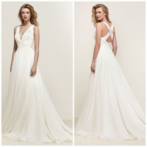 NEW Pronovias Dresden Organza Wedding Gown SAMPLE